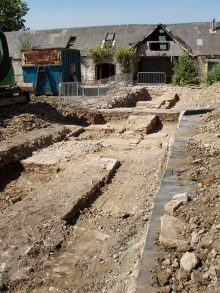 Photo of excavations on the site of Court Farm.