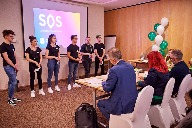 Photo of team SOS pitching to a panel of judges.