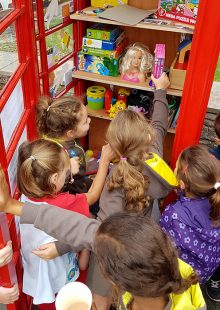 Photo of a group of children visiting the toy library.